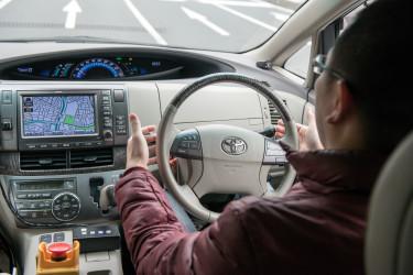 藤沢での公道実験では運転席にドライバーが乗車していたが、自動運転で行われた